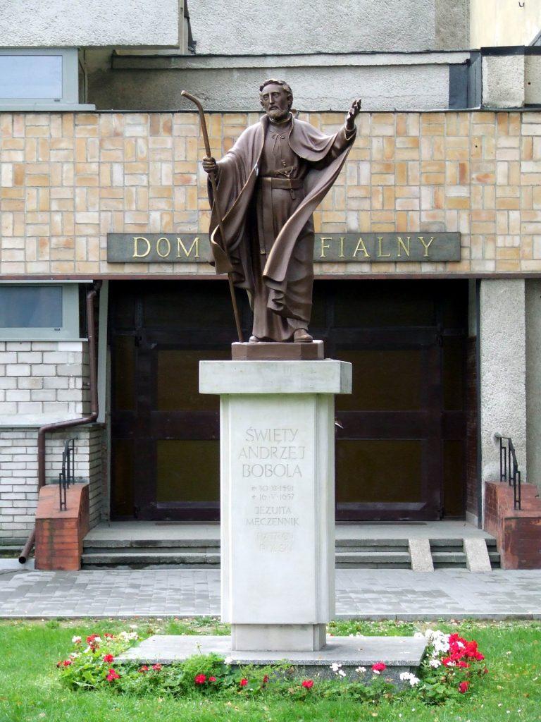Andrzej Bobola monument outside sanctuary in Warsaw Data 16 października 2006(2006-10-16) Źródło Praca własna Autor Hubert Śmietanka pl.wikipedia