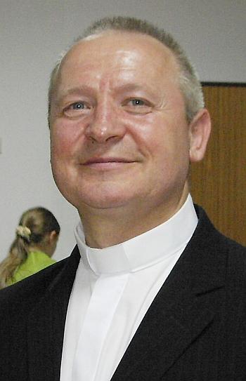 ks. Władysław PACHOTA, dyrygent chóru.